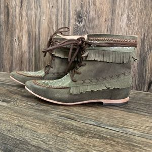 FreeBird Tribe Ankle Boots Green Embroidered Sz 9